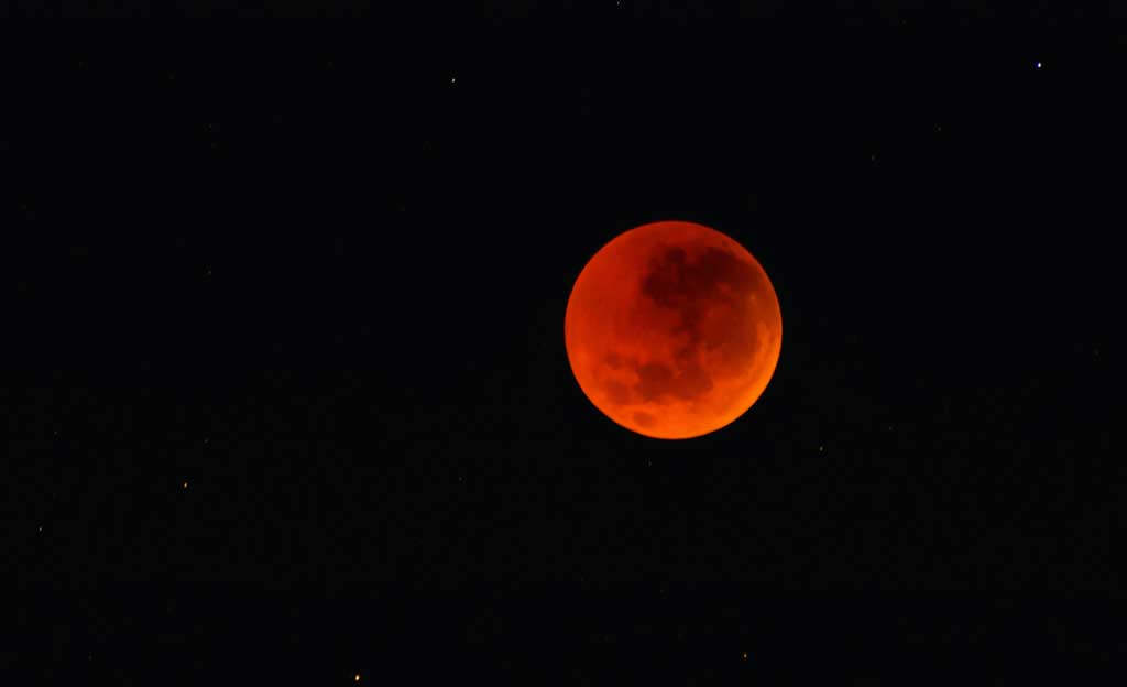 Red Moon Photo by Melanie Dretvic on Unsplash